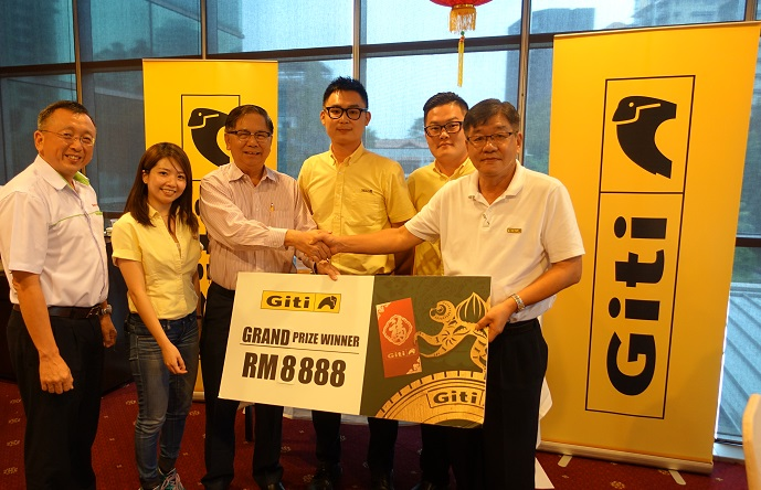 Giti Tire Awards Dealers Red Envelopes to Celebrate Chinese New Year