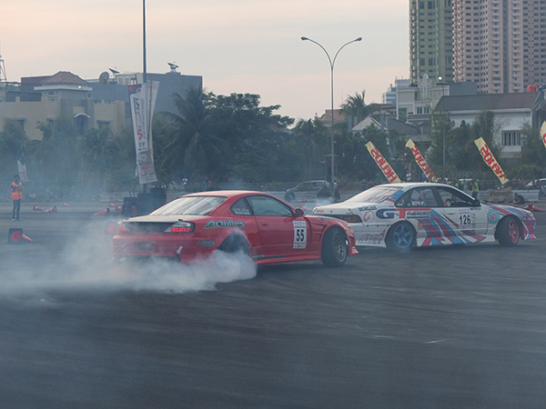GT Radial Organizing Drift Competition with Drifting Community