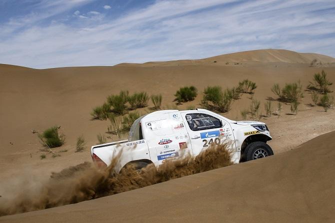 """Giti supera los terrenos escabrosos para conquistar el rally """"Silk Road"""" (Ruta de la Seda) de 5.000 km"""